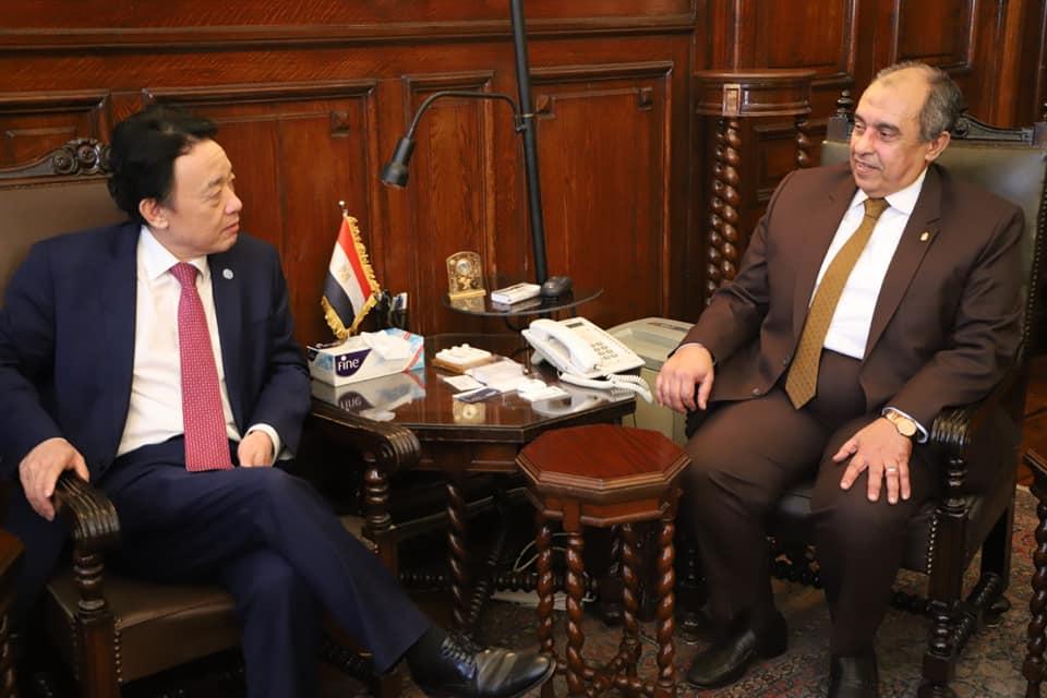 وزير الزراعة يبحث مع مدير الفاو تفعيل مبادرات القضاء على الفقر والجوع