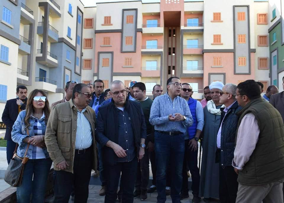 رئيس الوزراء ووزير الإسكان يتفقدان مشروعات مدينة أسوان الجديدة