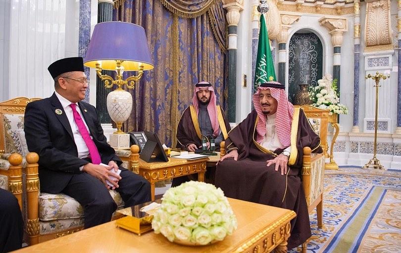 صور | الملك سلمان يستقبل رئيس المجلس الاستشاري الشعبي في إندونيسيا