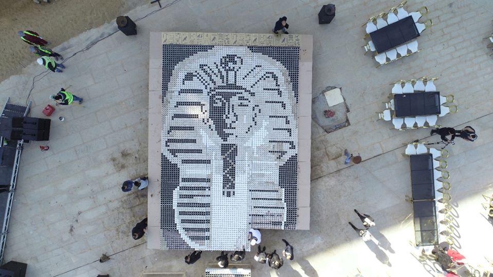 صور  | لوحة فنية لقناع الملك توت عنخ آمون تسجل رقما قياسيا بموسوعة جينيس