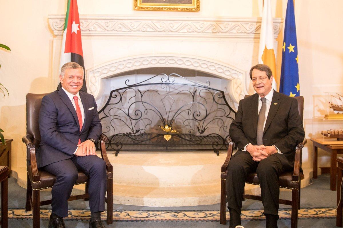 العاهل الأردني يبحث هاتفيا مع الرئيس القبرصي سبل تعزيز التعاون
