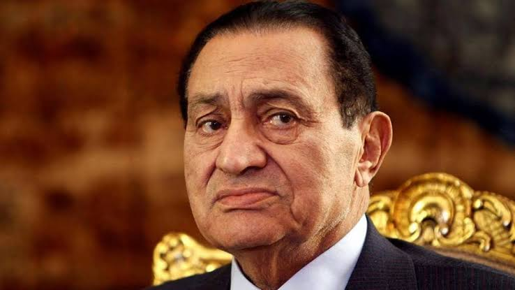القضاء الإداري: عدم قبول دعوى إلزام السلطات بسحب الأوسمة والنياشين ومصادرة العقارات المملوكة لـ«مبارك»