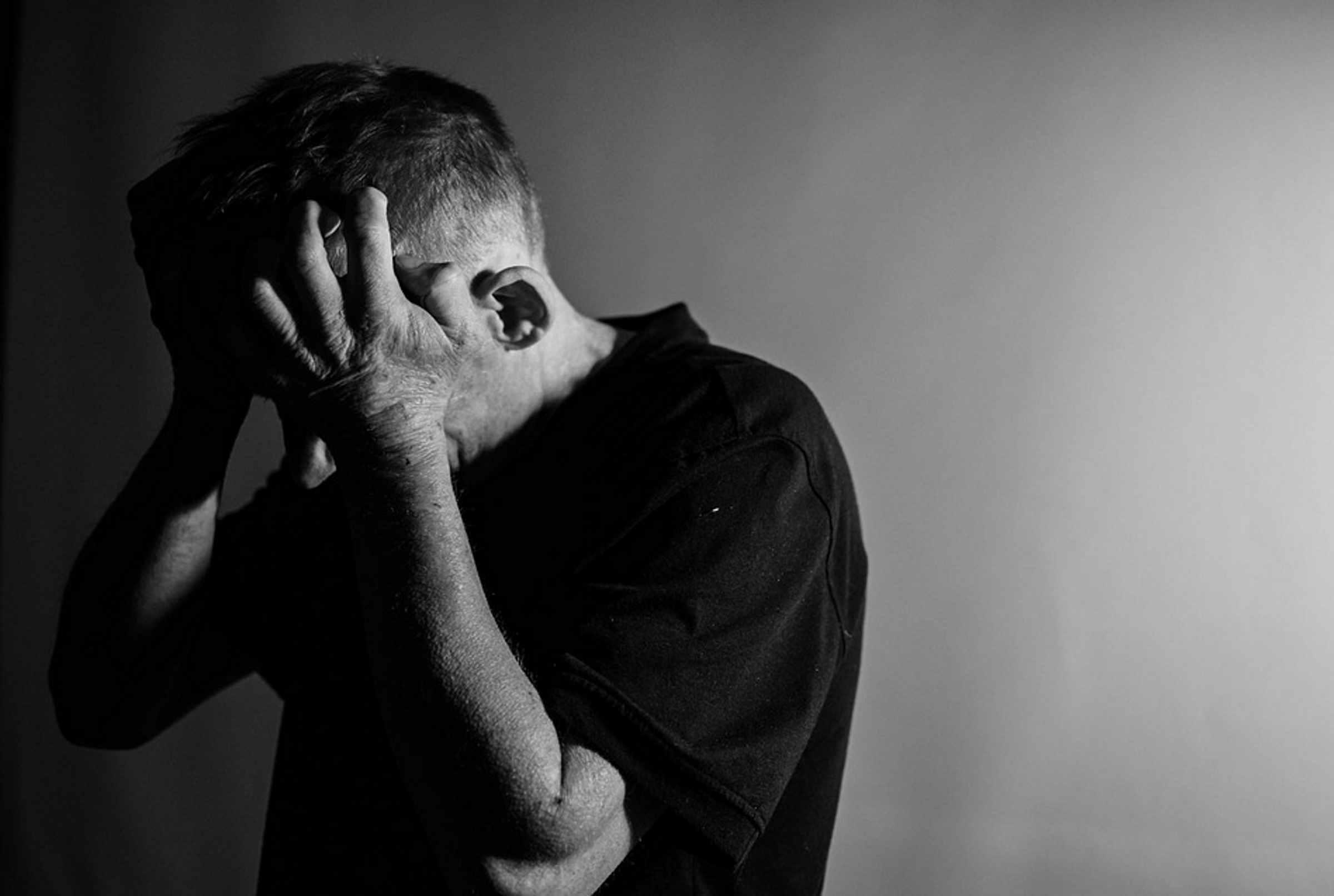 دراسة أمريكية: الأمراض الجسدية تزيد من خطر الانتحار لدى الرجال وليس النساء