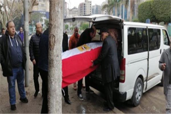 صور| وصول جثمان الفنانة «ماجدة الصباحي» ملفوفا بعلم مصر