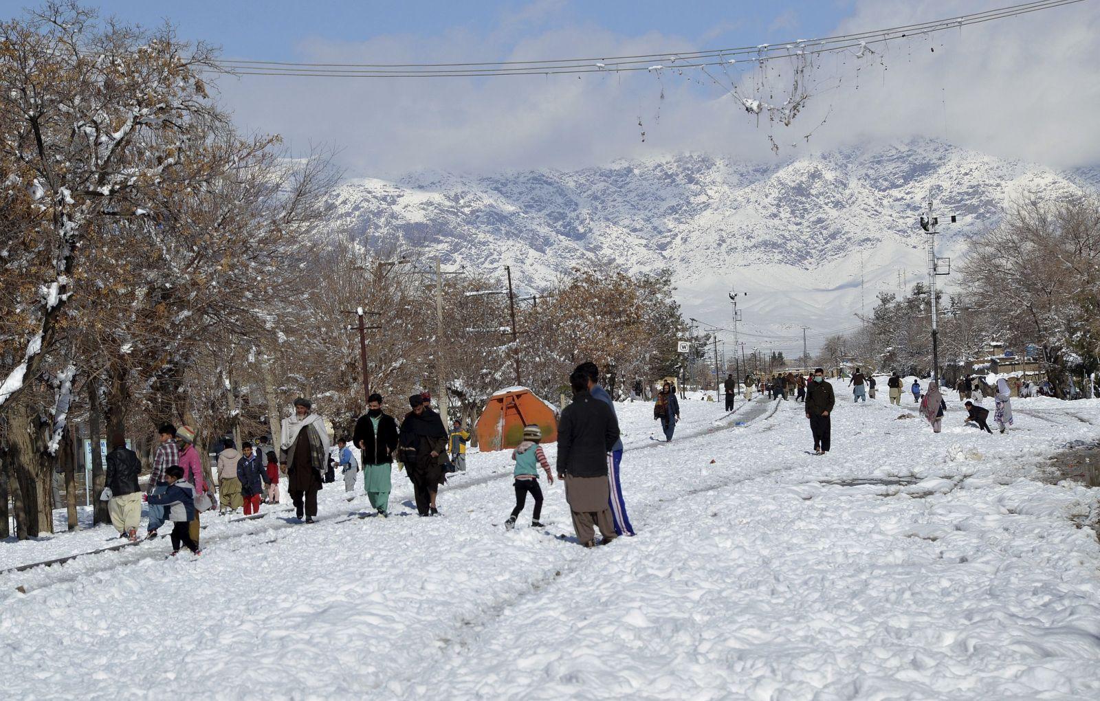 مصرع 105 أشخاص وإصابة 96 آخرين جراء الثلوج فى باكستان