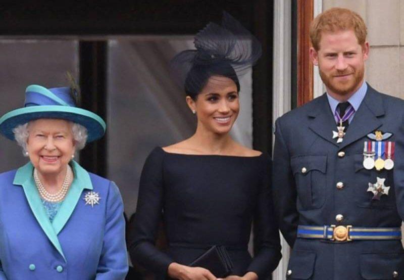 الملكة إليزابيث تأسف لانفصال الأمير هاري وفقده الامتيازات الملكية