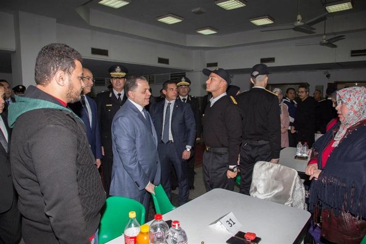 صور | وزير الداخلية يتفقد زيارة الطلبة الملتحقين بالسنة الأولى بكلية الشرطة