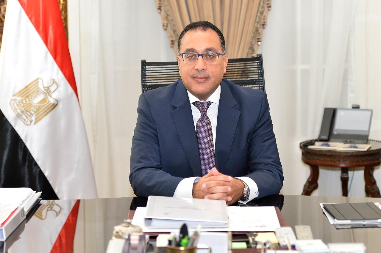 رئيس الوزراء يشيد بأول إصدارات سلسلة «ذاكرة المدينة»