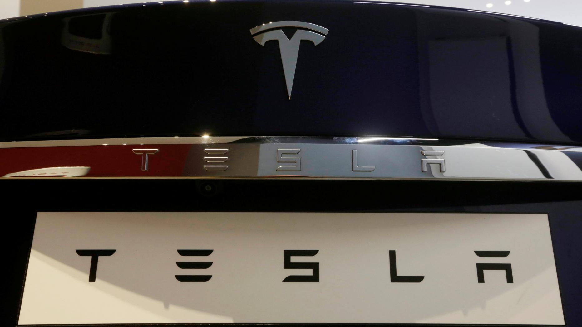 """""""تسلا"""" تعتزم إنتاج شواحن السيارات الكهربائية في الصين"""