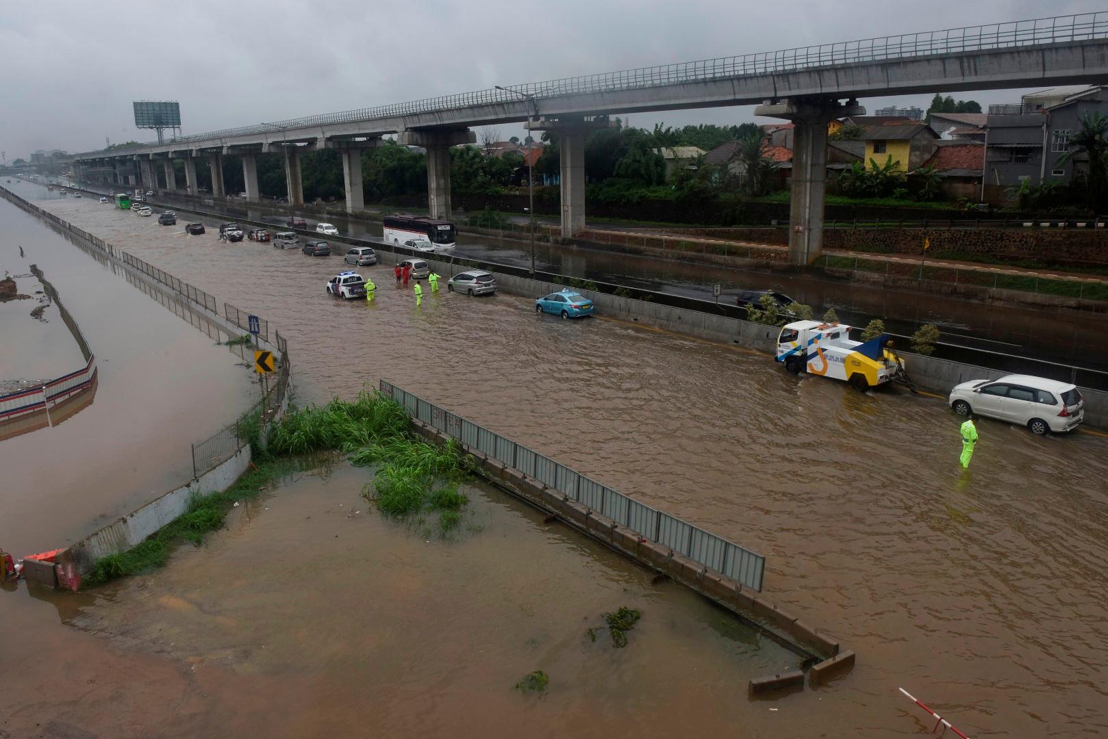 مصرع 4 أشخاص جراء الفيضانات فى إندونيسيا