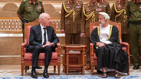 الرئيس التونسي يلتقي سلطان عمان الجديد للعزاء في وفاة قابوس