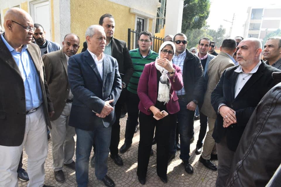 صور | وزيرة الصحة تتابع التجهيزات الجارية بوحدة طب أسرة الدبابية فى الأقصر