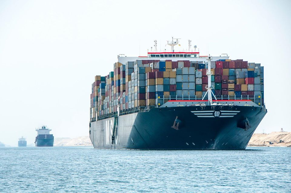 هيئة قناة السويس تكذب شائعة تأثر الملاحة بزعم اتخاذ حركة التجارة مساراً بديلاً
