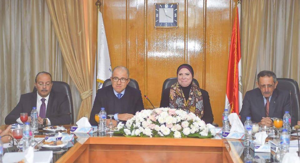 صور | نيفين جامع تبحث مع اتحاد الصناعات وضع رؤية مشتركة لمستقبل الصناعة المصرية