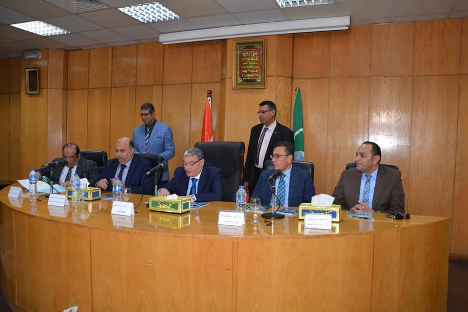 صور | محافظ المنيا يوقع بروتوكولا مع وزارة الاتصالات لتنفيذ مشروع التحول الرقمى
