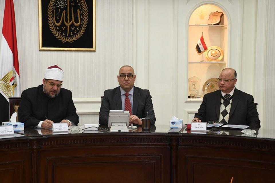 صور | وزيرا الإسكان والأوقاف ومحافظ القاهرة يتابعون تطوير المناطق العشوائية بالقاهرة