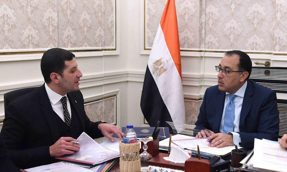 رئيس الوزراء يناقش مع رئيس هيئة الاستثمار طلبات المستثمرين لإقامة مشروعات جديدة