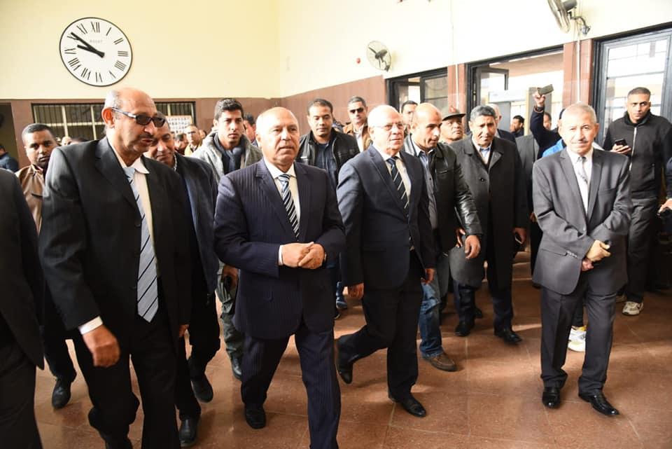 صور | وزير النقل ومحافظ بورسعيد يفتتحان اعمال تطوير محطة السكة الحديد