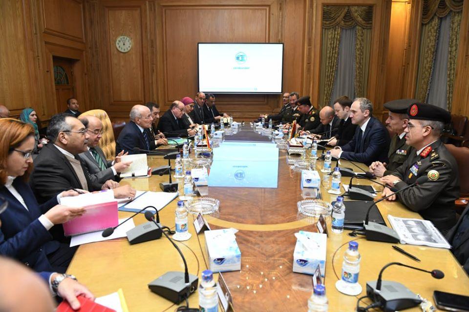 صور | العصار يبحث مع سفير بيلاروسيا بالقاهرة تطوير التعاون في المجال الصناعي