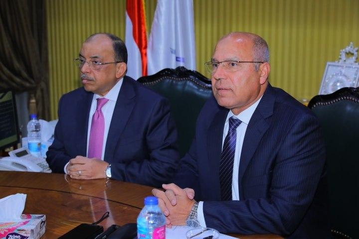 صور | وزيرا النقل والتنمية المحلية يعتمدان تقرير رصف الطرق الداخلية بـ11 محافظة