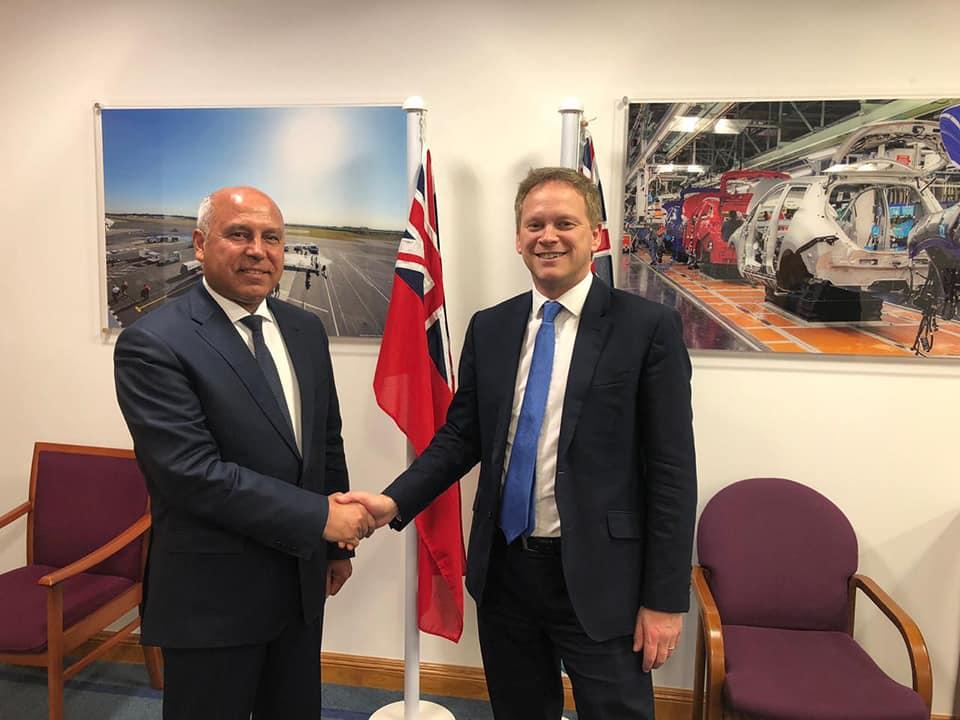 صور   وزير النقل يبحث مع نظيرة البريطاني سبل التعاون المشترك