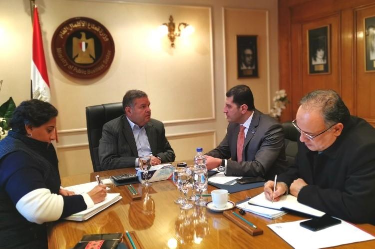 وزير قطاع الأعمال العام يبحث مع الرئيس التنفيذي لهيئة الاستثمار الترويج لفرص استثمارية