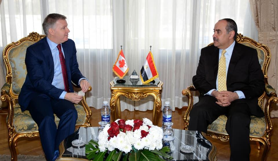 صور   وزير الطيران يبحث مع سفير كندا سبل التعاون بين البلدين