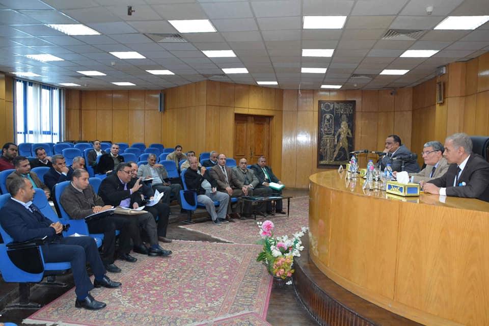 صور | محافظة المنيا توقع 909 عقود لتقنين أوضاع أراض أملاك الدولة