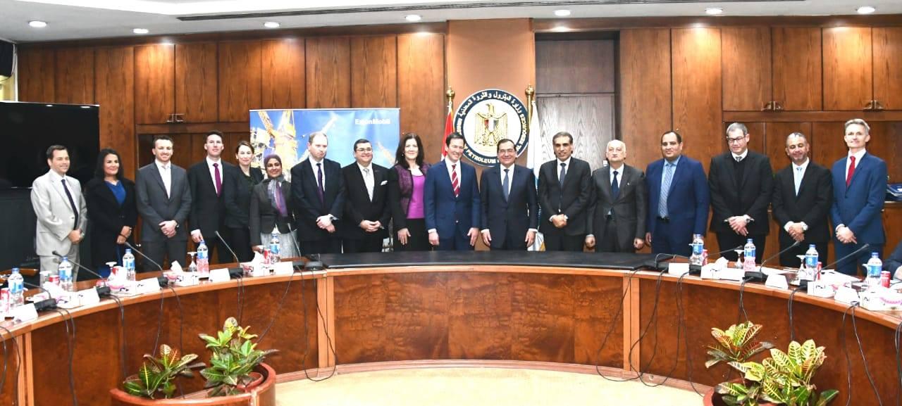 مصر توقع اتفاقيتين جديدتين للبحث عن البترول بالبحر المتوسط