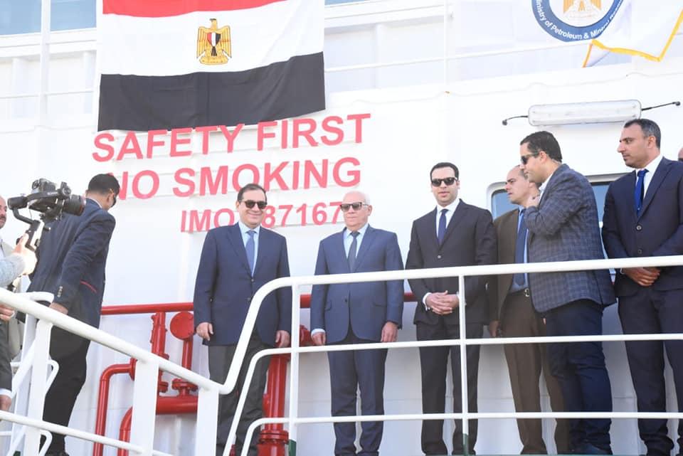 صور   وزير البترول يدشن ناقلتين بحريتين جديدتين لتموين السفن ببورسعيد