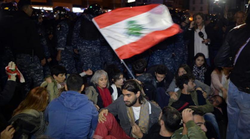 المتظاهرون يقطعون عددا من الطرق في بيروت احتجاجا على تشكيلة الحكومة الجديدة