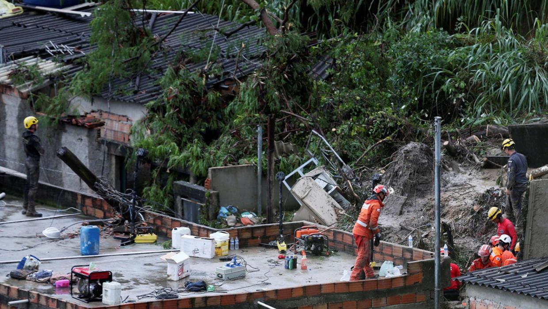 ارتفاع حصيلة ضحايا الأمطار الغزيرة في البرازيل إلى 54 شخصا
