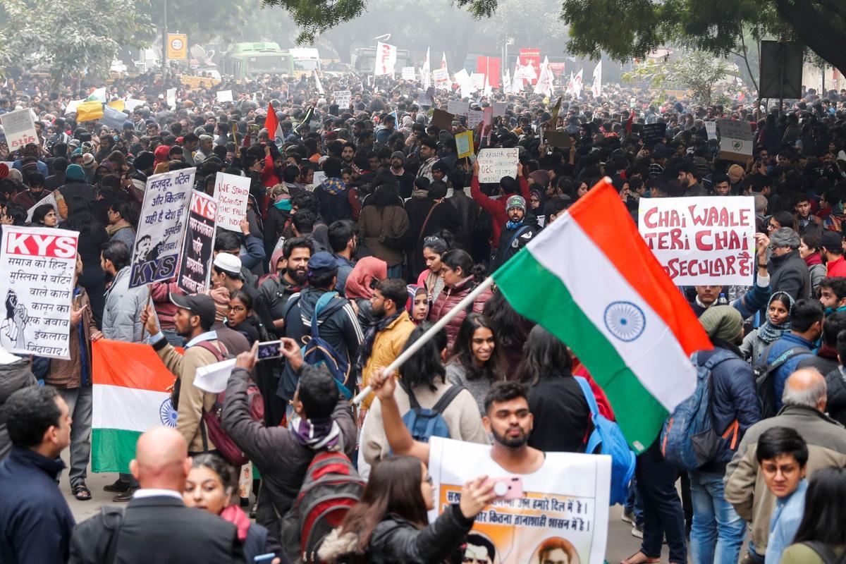 إصابة 20 شخصا في هجوم شنه ملثمون على مظاهرة طلابية بالهند