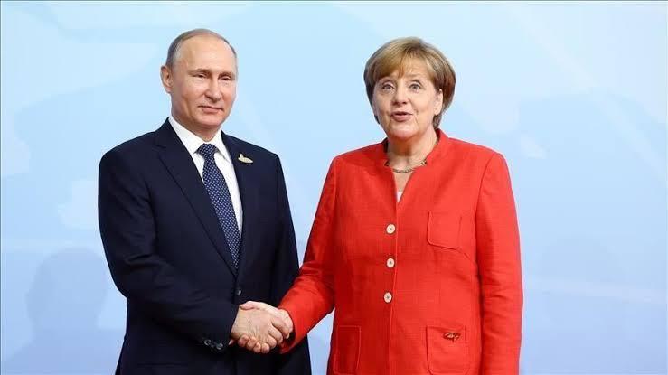 الكرملين: بوتين وميركل يبحثان هاتفيا الوضع في إدلب وليبيا