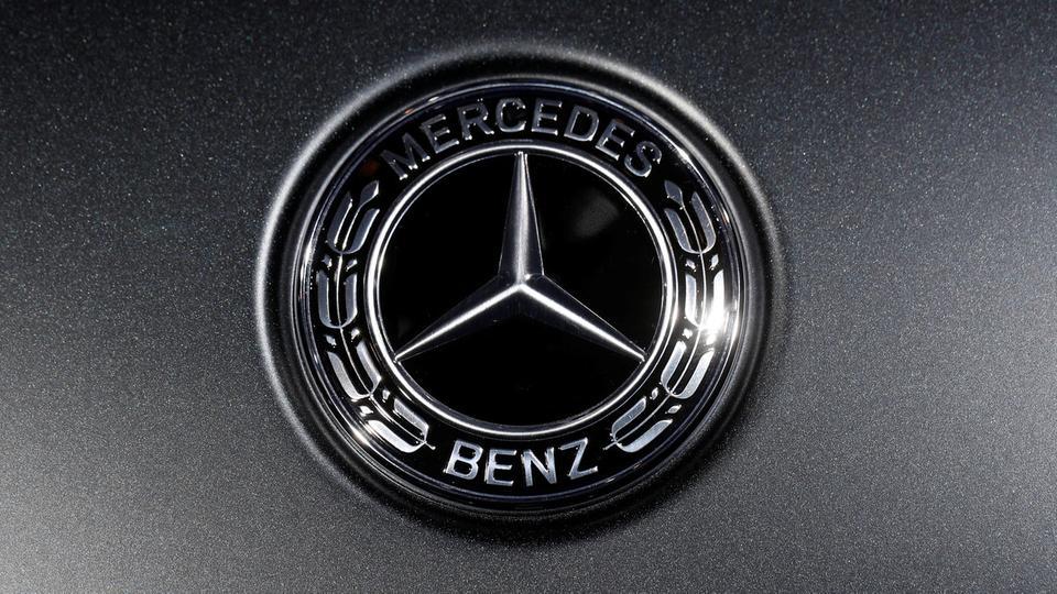 مرسيدس بنز تواصل تصدر مبيعات السيارات الفاخرة وتتفوق على أودي وبي إم دبليو