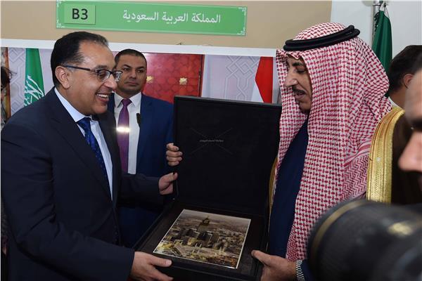 السعودية تهدي رئيس الوزراء «صورة تذكارية للحرم»