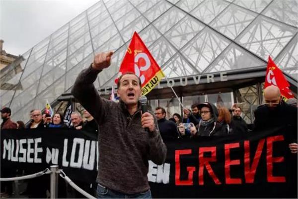 الحكومة الفرنسية تغلق متحف اللوفر بسبب الاحتجاجات