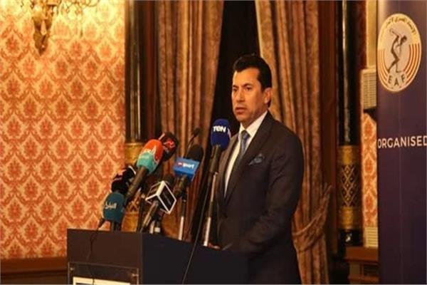 وزير الرياضة يطمئن على استعدادات مباراة الأهلي والهلال