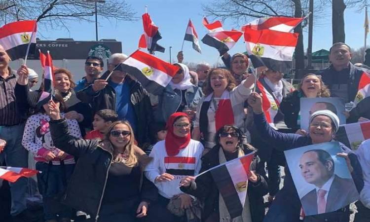 الجالية المصرية فى برلين تردد هتافات تحيا مصر ترحيبا بزيارة الرئيس السيسى