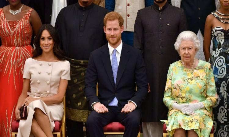رسميا.. ملكة بريطانيا تحرم هارى وميجان من الألقاب الملكية والدعم المادى