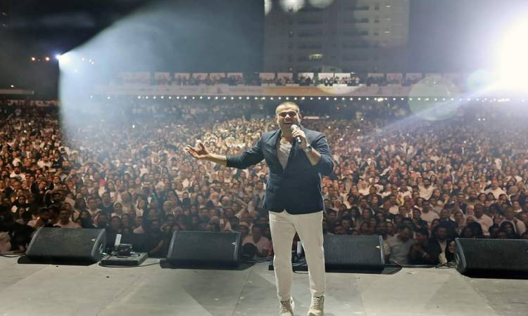 """عمرو دياب يشعل ليل دبى فى أضخم حفل جماهيرى بـ""""ميديا سيتى"""""""