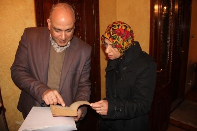 الثقافة تتسلم257 كتابا ومخطوطا لأديب نوبل