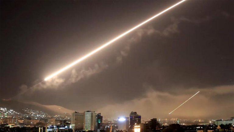 """الدفاعات الجوية السورية تتصدى """"لأهداف معادية"""" فوق دمشق"""
