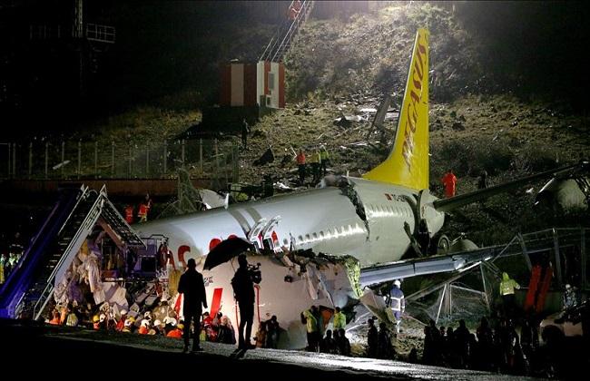 """ارتفاع عدد ضحايا """"تحطم الطائرة التركية"""" إلى 3 قتلى و179 مصابا"""