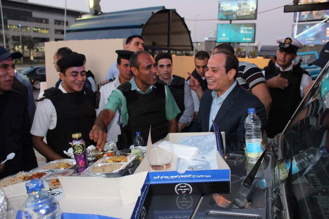 الرئيس القدوة.. السيسي وطنية ووفاء وقناعة وعشق لتراب مصر