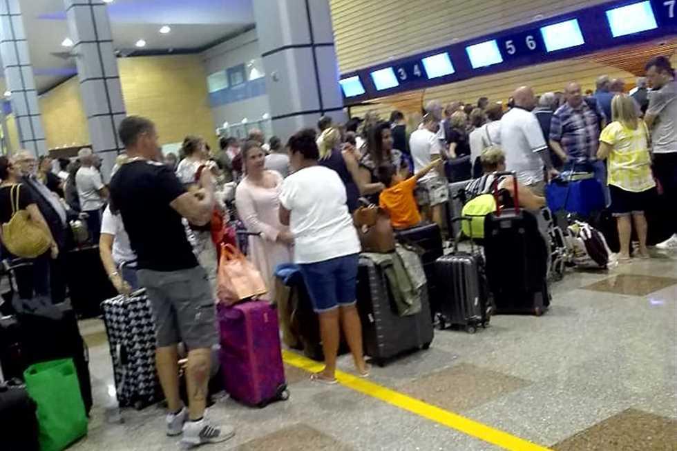 حبس سائح إنجليزي وإلغاء سفر بتهمة الاعتداء على أمين شرطة بمطار الغردقة