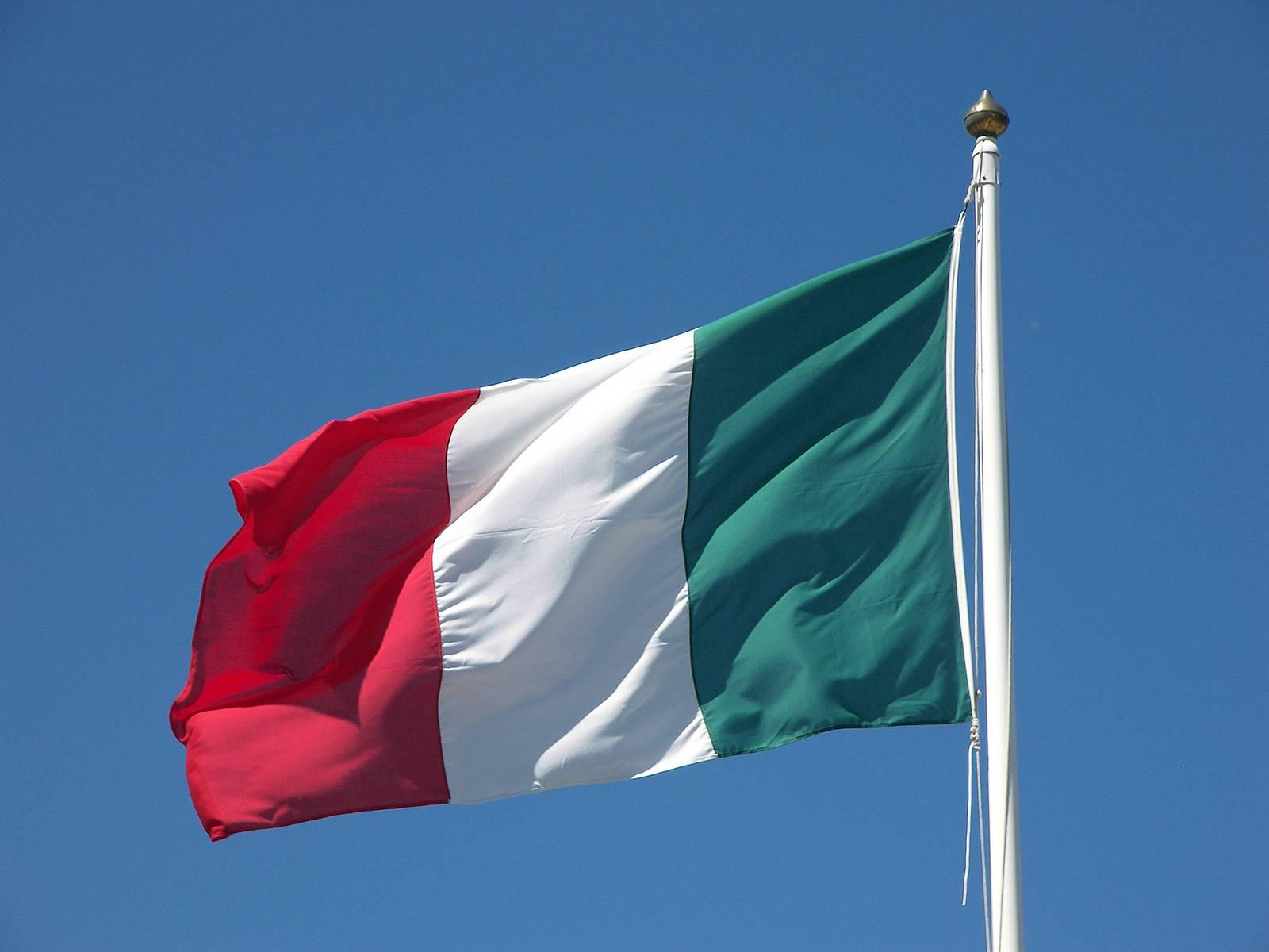 """مؤسسة """"فيتش"""" تتوقع تراجع الاقتصاد الإيطالي بنسبة 8 % العام الحالي"""