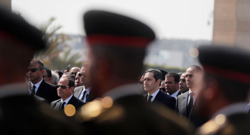 الرئيس السيسي يقدم العزاء لسوزان مبارك خلال جنازة الرئيس الأسبق