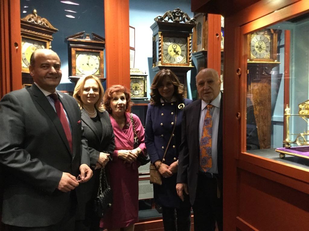 صور   وزيرة الهجرة تزور أول متحف عالمي للساعات أسسه مصري بشيكاغو