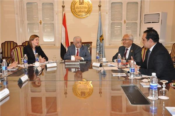 شوقي يبحث مع مساعد وزير الخارجية الأمريكية تطوير التعاون بمجال المنح الدراسية